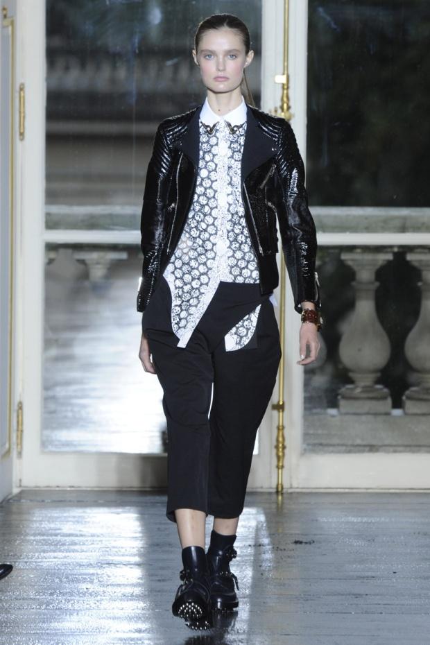 nicolas-ghesquiere-balenciaga-modaddiction-disenador-moda-designer-fashion-paris-pasarelas-musas-look-punk-2011nicolas-ghesquiere-balenciaga-modaddiction-disenador-moda-designer-fashion-paris-pasarelas-musas-look-punk-2011