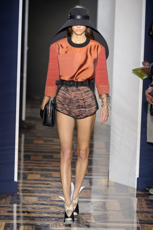nicolas-ghesquiere-balenciaga-modaddiction-disenador-moda-designer-fashion-paris-pasarelas-musas-sombrero-2012