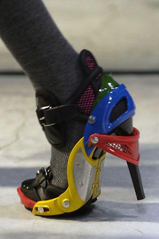 nicolas-ghesquiere-balenciaga-modaddiction-disenador-moda-designer-fashion-paris-pasarelas-musas-zapatos-lego-2007-2008