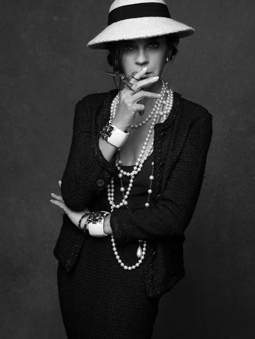 petite-veste-noire-little-black-jacket-pequena-chaqueta-negra-grand-palais-paris-modaddiction-arte-art-karl-lagerfeld-carine-roitfeld-moda-fashion-expo-foto-coco-chanel