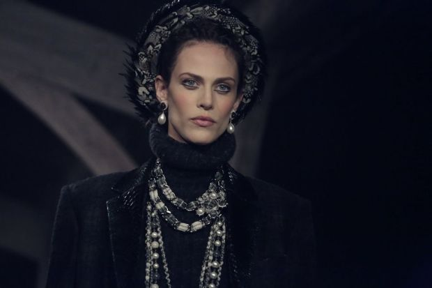 chanel-karl-largerfeld-métiers-art-oficios-arte-fall-2013-otono-2013-paris-edimbourg-edimburgo-modaddiction-moda-fashion-lujo-desfile-runway-tendencia-trends-escocia-scotland-9