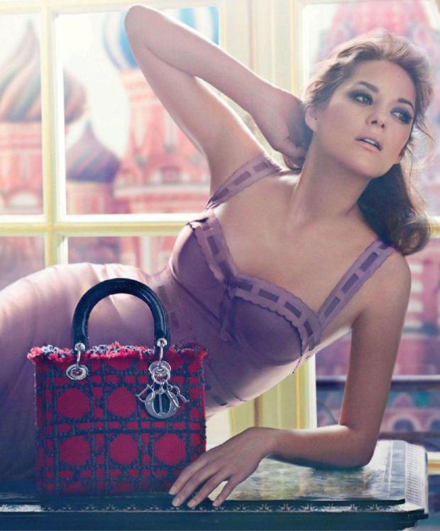 christian-dior-marion-cotillard-lady-dior-it-bolso-it-bag-design-diseno-modaddiction-moda-fashion-famosa-star-hollywood-lujo-juxe-trends-tendencias-paris-campana-campaign-3