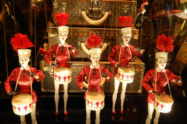 escaparates-navidad-gran-almacen-departement-store-christmas-modaddiction-paris-londres-london-nueva-york-new-york-moda-fashion-chic-glamour-louis-vuitton-galeries-lafayette