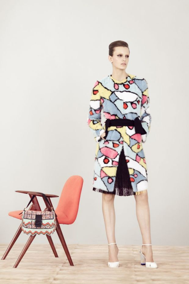 Fendi-coleccion-crucero-2013-collecion-cruise-2013-modaddiction-fendi-italia-roma-karl-lagerfeld-steve-stolbard-moda-fashion-geomatria-lego-pieles-cuero-lookbook-20