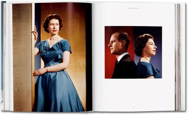 her-majesty-taschen-libro-book-elisabeth-II-isabel-II-inglaterra-england-modaddiction-arte-art-moda-fashion-fotografia-photography-4