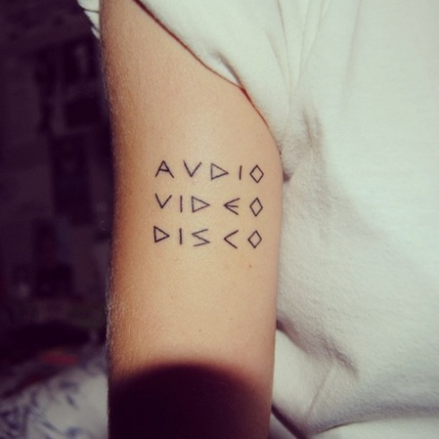 hipster-tattoo-tatuaje-hipster-tendencia-trends-modaddiction-estilo-look-moda-fashion-moderno-mujer-hombre-man-woman-nerd-geek-intelectual-2
