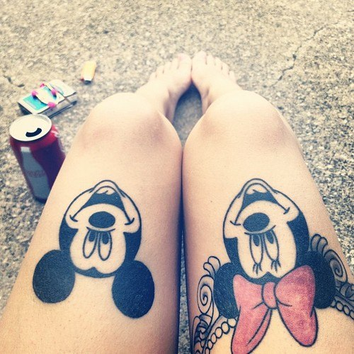 hipster-tattoo-tatuaje-hipster-tendencia-trends-modaddiction-estilo-look-moda-fashion-moderno-mujer-hombre-man-woman-walt-disney-mickey-minnie