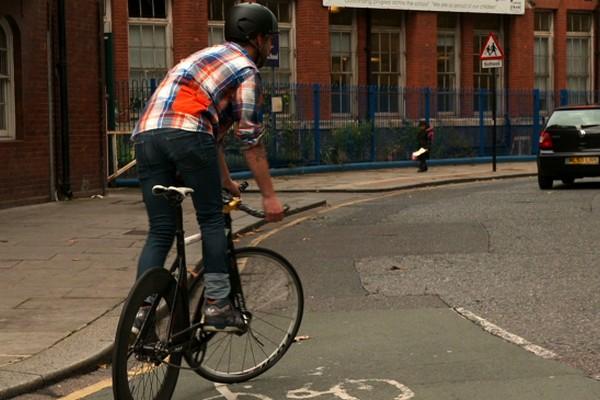 H&M-Brick-Lane-Bike-moda-hombre-fashion-man-menswear-bicicleta-chic-hipster-modaddiction-h&m-marzo-2013-march-2013-trends-tendencias-urban-urbano-deporte-casual-sport-hombre-man-5