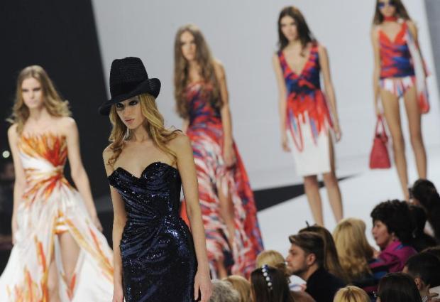 moda-rusia-fashion-russia-modaddiction-tendencias-trends-doseno-design-cultura-culture-chic-glamour-fashion-week-arte-art-moscu-semana-moda-pasarela-desfile-catwalk-runway
