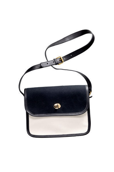 tendencia-negro-blanco-trend-black-white-must-have-chic-modaddiction-otono-invierno-2012-2013-fall-winter-moda-fashion-look-estilo-minimalismo-bolso-vestiaire-collective-gafas