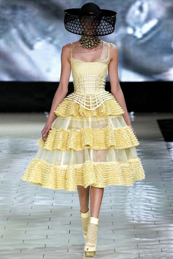 Tendencias-primavera-verano-2013-trends-spring-summer-2013-fashion-week-semana-moda-modaddiction-runway-desfile-design-diseno-vintage-pastel-color-paris-londres-alexander-mcqueen-1