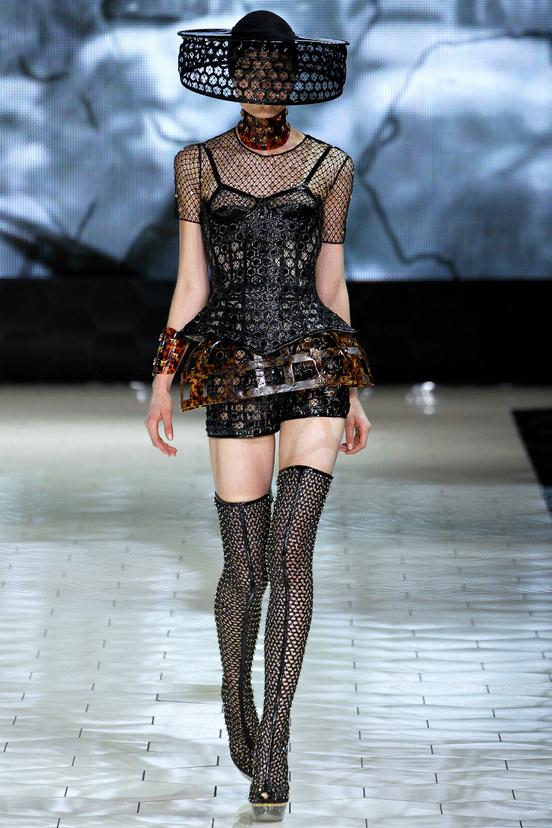 Tendencias-primavera-verano-2013-trends-spring-summer-2013-fashion-week-semana-moda-modaddiction-runway-desfile-design-diseno-vintage-pastel-color-paris-londres-alexander-mcqueen-2