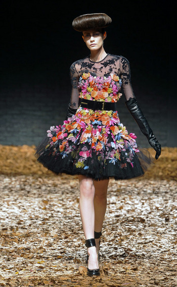 vestido-fiestas-noche-navidad-dress-party-night-christmas-modaddiction-chic-glamour-moda-fashion-trends-tendencias-estilo-look-winter-2012-invierno-2012-dancing-bailar-alexander-mcqueen