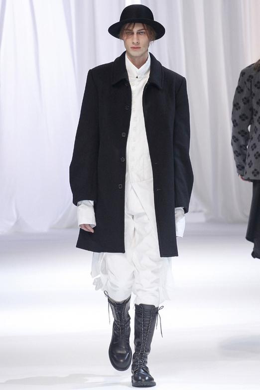 fashion-week-men-man-semana-moda-menswear-hombre-paris-modaddiction-otono-invierno-2013-2014-fall-winter-moda-fashion-trends-tendencias-desfile-catwalk-blanco-negro-black-white