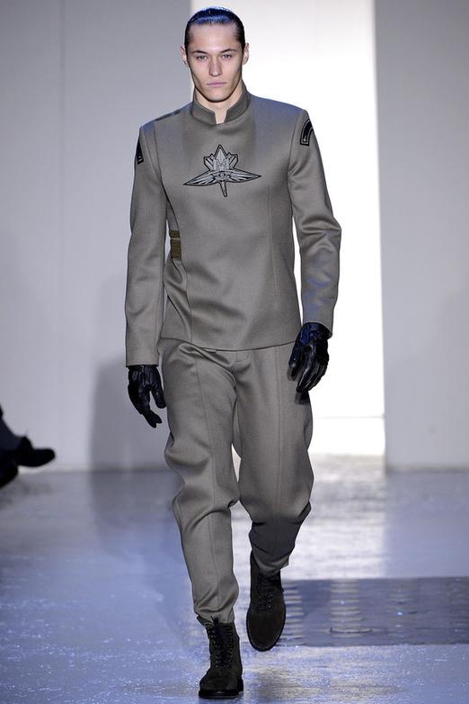 fashion-week-men-man-semana-moda-menswear-hombre-paris-modaddiction-otono-invierno-2013-2014-fall-winter-moda-fashion-trends-tendencias-desfile-catwalk-mugler-futurista