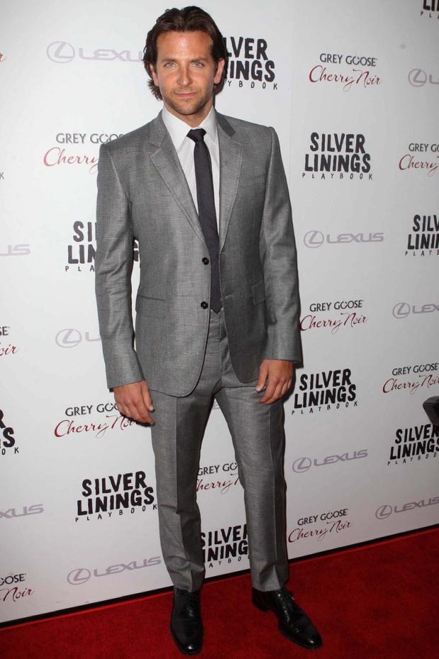 hombres- màs-elegantes-2012-gq-espana-man-best-dressed-2012-gq-spain-modaddiction-men-hombre-menswear-suit-smoking-esmoquin-chic-moda-fashion-hollywood-actor-bradley-cooper