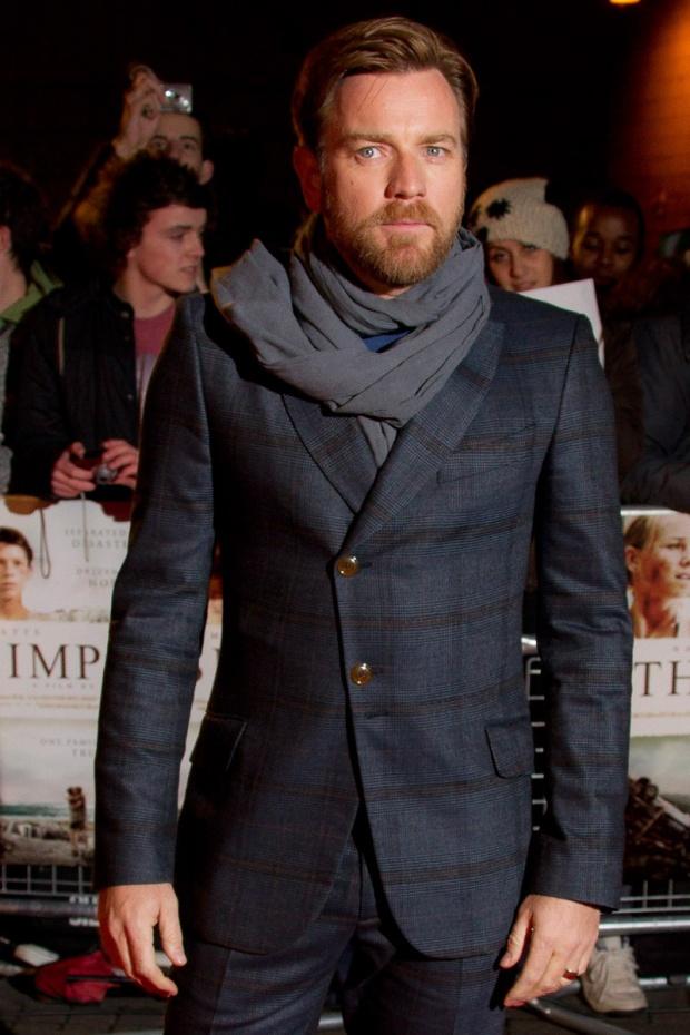 hombres- màs-elegantes-2012-gq-espana-man-best-dressed-2012-gq-spain-modaddiction-men-hombre-menswear-suit-smoking-esmoquin-chic-moda-fashion-hollywood-actor-erwan-mcgregor