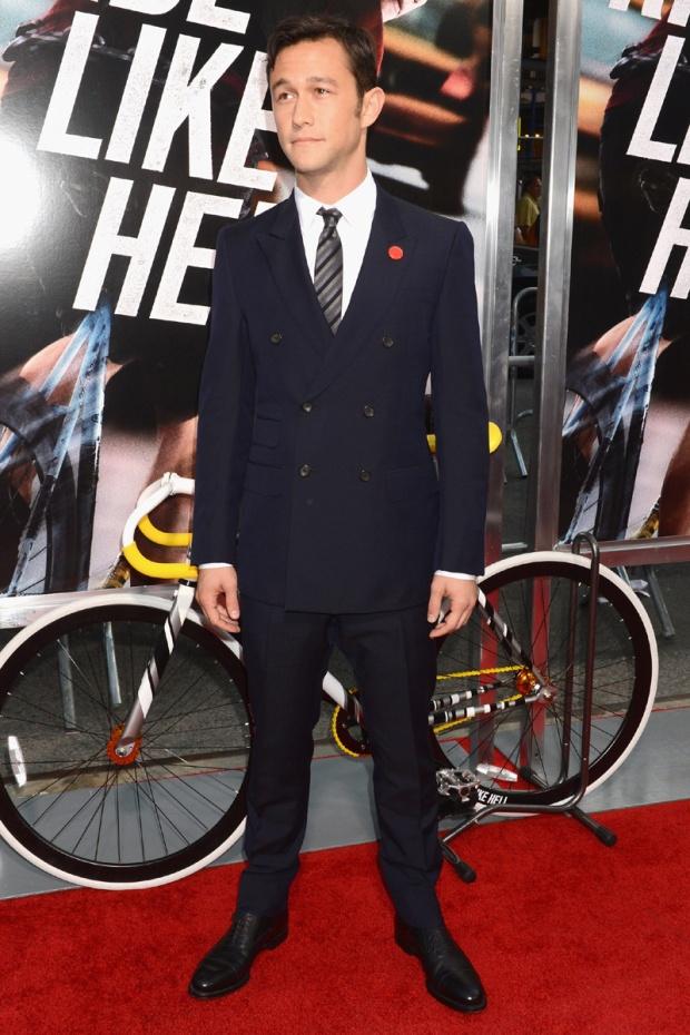 hombres- màs-elegantes-2012-gq-espana-man-best-dressed-2012-gq-spain-modaddiction-men-hombre-menswear-suit-smoking-esmoquin-chic-moda-fashion-hollywood-actor-joseph-gordon-levitt