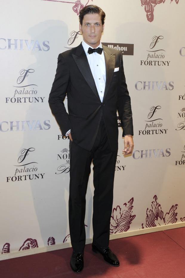 hombres- màs-elegantes-2012-gq-espana-man-best-dressed-2012-gq-spain-modaddiction-men-hombre-menswear-suit-smoking-esmoquin-chic-moda-fashion-hollywood-actor-joseph-luis-medina