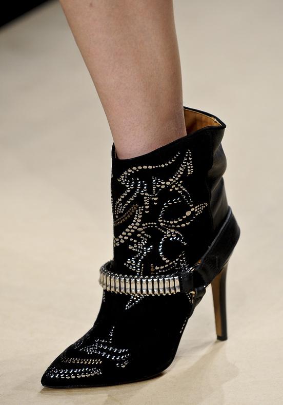 isabel-marant-disenadora-moda-designer-fashion-diseno-design-paris-modaddiction-trends-tendencias-casual-chic-sport-elegancia-masculino-femenino-smart-glamour-botas-western-boots