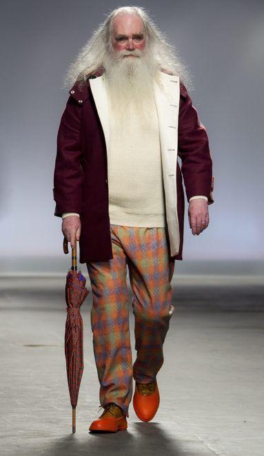 london-fashion-week-londres-semana-moda-look-weird-estilo-extrano-raro-modaddiction-pasarela-desfile-runway-catwalk-trends-tendencias-hombre-man-menswear-hentsch-man-2