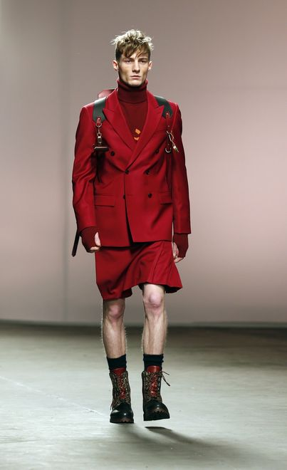 london-fashion-week-londres-semana-moda-look-weird-estilo-extrano-raro-modaddiction-pasarela-desfile-runway-catwalk-trends-tendencias-hombre-man-menswear-man-6