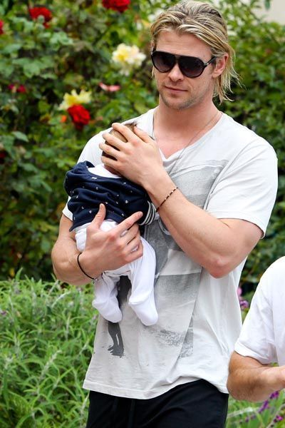 papa-guapo-sexy-dad-daddy-modaddiction-estrellas-stars-famosos-people-celebrities-celebs-actor-sport-deporte-nice-chris-hemsworth