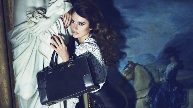penélope-cruz-loewe-madrid-bolso-bag-modaddiction-lujo-luxury-luxe-moda-fashion-trends-tendencias-campana-publicitaria-anuncio-campaign-primavera-verano-2012-spring-summer-1
