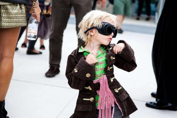 street-style-glasses-moda-gafas-modaddiction-sunglasses-eyeglasses-gafas-sol-woman-man-hombre-mujer-moda-fashion-trends-tendencias-primavera-verano-2013-spring-summer-18
