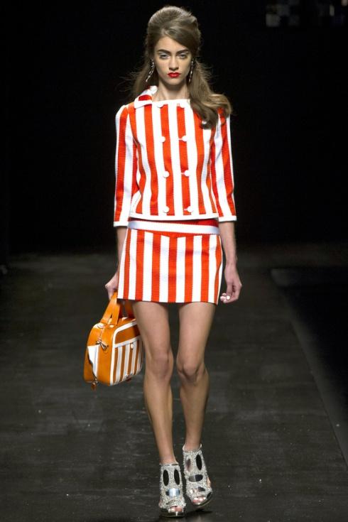 tendencia-rayas-trends-stripes-color-modaddiction-fashion-week-desfile-pasarela-runway-catwalk-brands-low-cost-marcas-moda-fashion-primavera-verano-2013-spring-summer-2013-moschino-2