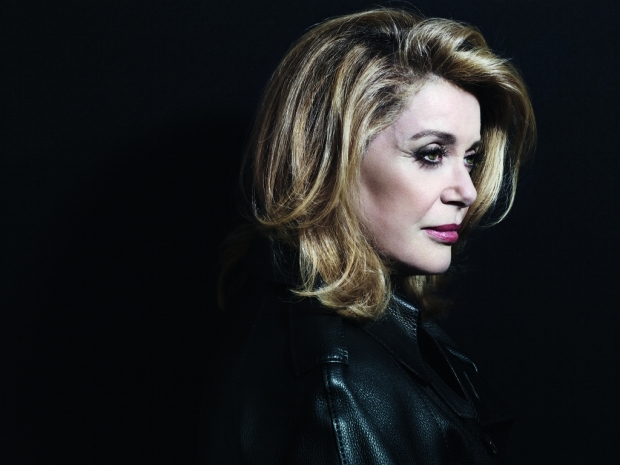 actrices-cantantes-actresses-singers-modaddiction-culture-cultura-artista-artist-arte-art-actriz-actress-trends-tendencias-song-cancion-sexy-catherine-deneuve