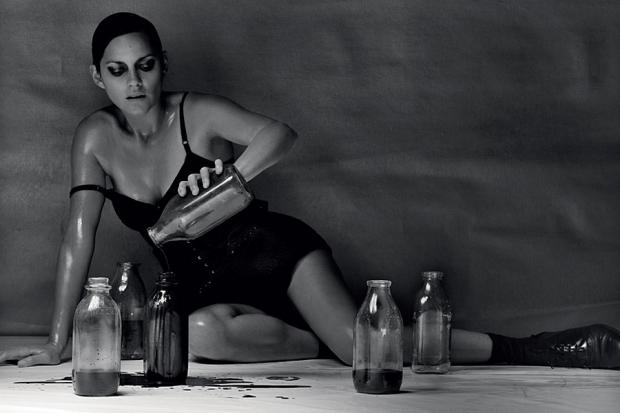 actrices-cantantes-actresses-singers-modaddiction-culture-cultura-artista-artist-arte-art-actriz-actress-trends-tendencias-song-cancion-sexy-marion-cotillard