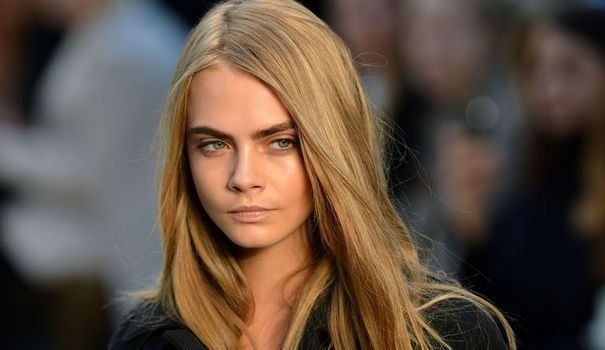 cara-delevingne-uk-englan-inglaterra-moda-fashion-modaddiction-model-modelo-fashion-week-moda-calle-it-girl-trends-tendencias-top-desfile-runway-revista-magazine
