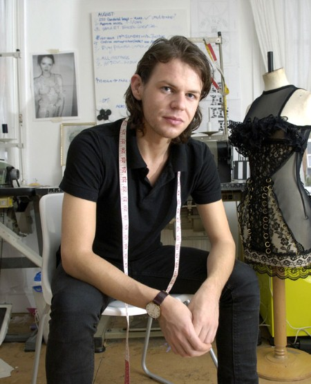 Christopher_Kane-designer-disenador-londres-london-versus-versace-modaddiction-estilo-look-style-moda-fashion-trends-tendencias-design-diseno-christopher-kane-1
