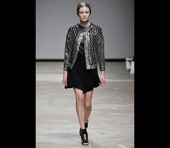 Christopher_Kane-designer-disenador-londres-london-versus-versace-modaddiction-estilo-look-style-moda-fashion-trends-tendencias-design-diseno-christopher-kane-FW-2008