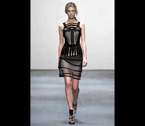 Christopher_Kane-designer-disenador-londres-london-versus-versace-modaddiction-estilo-look-style-moda-fashion-trends-tendencias-design-diseno-christopher-kane-FW-2009