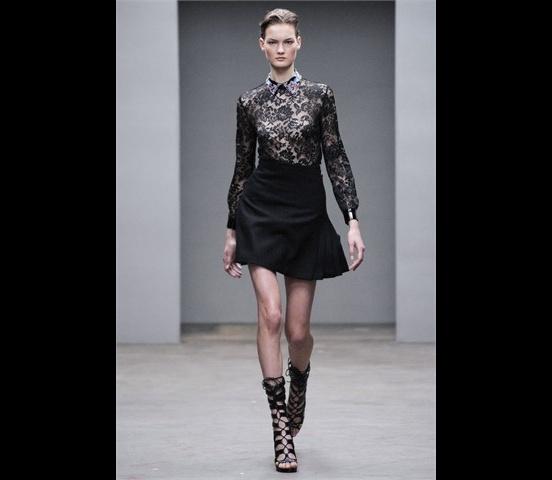 Christopher_Kane-designer-disenador-londres-london-versus-versace-modaddiction-estilo-look-style-moda-fashion-trends-tendencias-design-diseno-christopher-kane-FW-2010