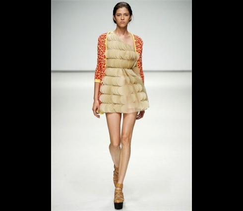 Christopher_Kane-designer-disenador-londres-london-versus-versace-modaddiction-estilo-look-style-moda-fashion-trends-tendencias-design-diseno-christopher-kane-SS-2009