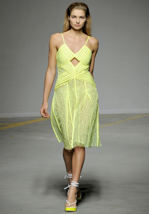 Christopher_Kane-designer-disenador-londres-london-versus-versace-modaddiction-estilo-look-style-moda-fashion-trends-tendencias-design-diseno-christopher-kane-SS-2011