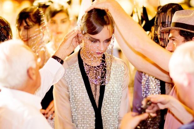 clientes-haute-couture-customers-alta-costura-taller-atelier-designer-disenador-modaddiction-design-diseno-lujo-luxe-luxury-moda-fashion-desfile-catwalk-runway-pasarela-armani-privé