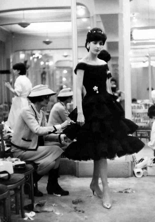 clientes-haute-couture-customers-alta-costura-taller-atelier-designer-disenador-modaddiction-design-diseno-lujo-luxe-luxury-moda-fashion-desfile-catwalk-runway-pasarela-coco-chanel
