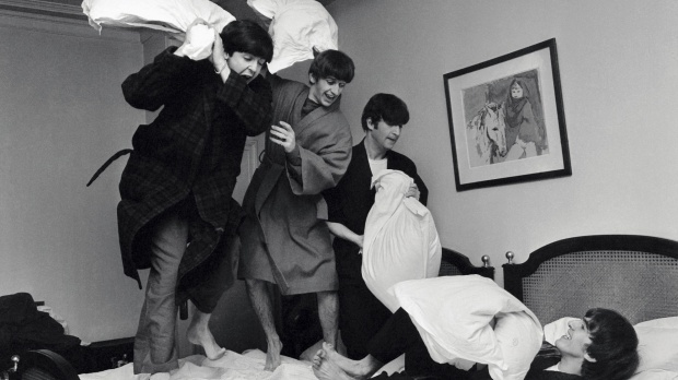 Harry-Benson-The-Beatles-On-the-Road-1964-1966-libro-book-pfotography-fotografia-modaddiction-rock-music-musica-fotografer-photographer-culture-cultura-5