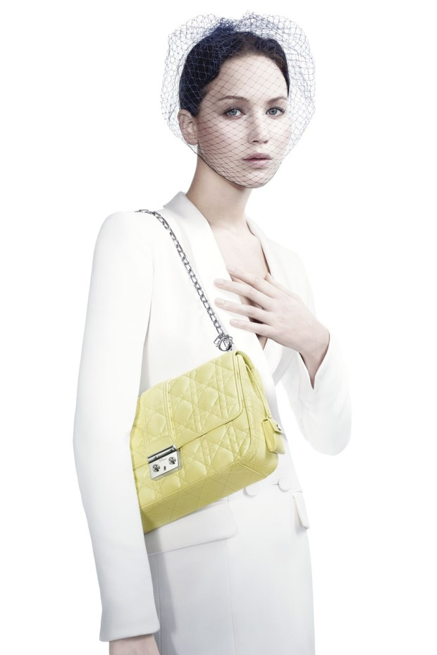 jennifer-lawrence-miss-dior-imagen-image-bolso-bag-oscar-2013-modaddiction-actriz-actress-moda-fashion-icono-icons-trends-tendencias-campana-publicitaria-campaign-3