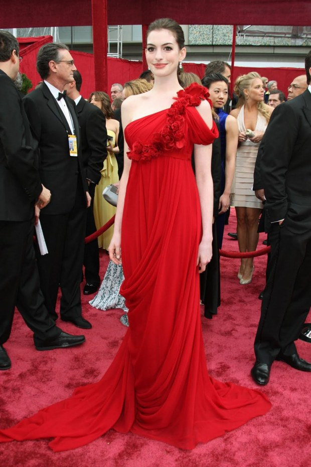 oscar-academy-awards-best-dresses-mejor-vestidas-modaddiction-actriz-actress-moda-fashion-cine-cinema-red-carpet-alfombra-roja-culture-cultura-anne-hathaway-marchesa