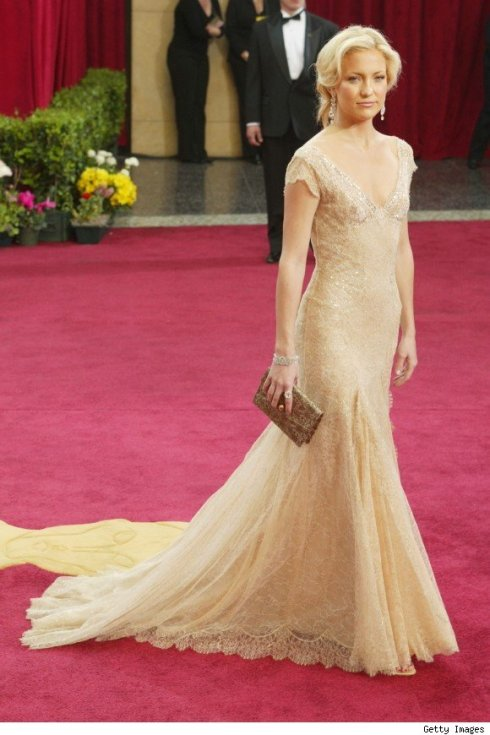 oscar-academy-awards-best-dresses-mejor-vestidas-modaddiction-actriz-actress-moda-fashion-cine-cinema-red-carpet-alfombra-roja-culture-cultura-kate-hudson-versace