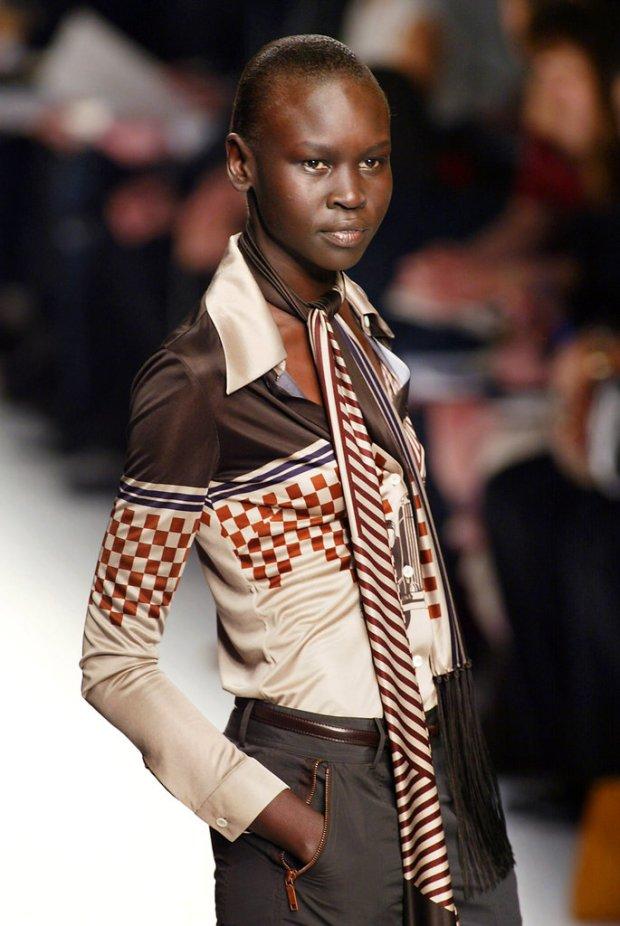 african-queen-numero-magazine-ondria-haring-polemica-white-model-black-blanca-modelo-negra-modaddiction-moda-fashion-desfile-runway-sociedad-alek-wek