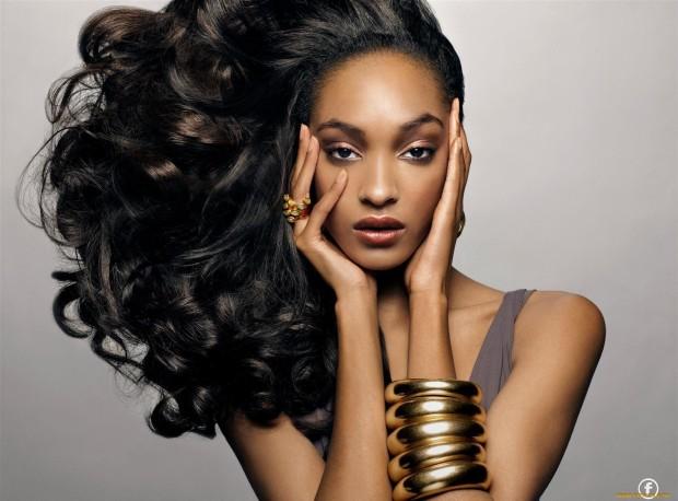 african-queen-numero-magazine-ondria-haring-polemica-white-model-black-blanca-modelo-negra-modaddiction-moda-fashion-desfile-runway-sociedad-iman-mohamed