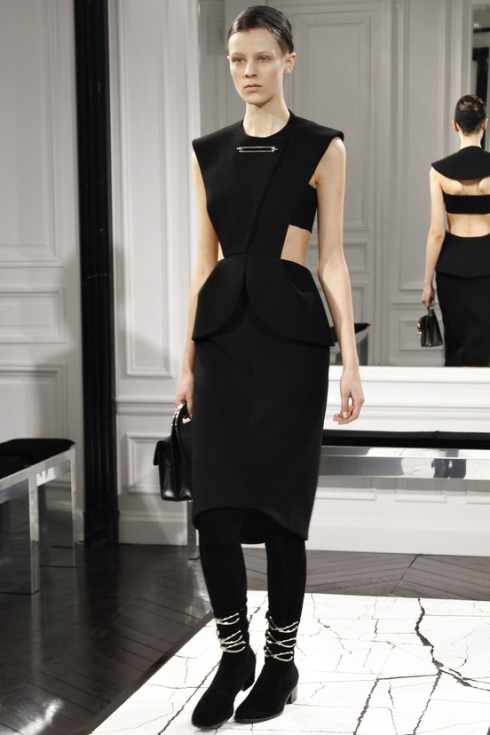 balenciaga-paris-fashion-week-alexander-wang-semana-moda-otono-invierno-2013-fall-autumn-winter-2013-modaddiction-cristobal-balenciaga-desfile-runway-catwalk-pasarela-trends-tendencias-3