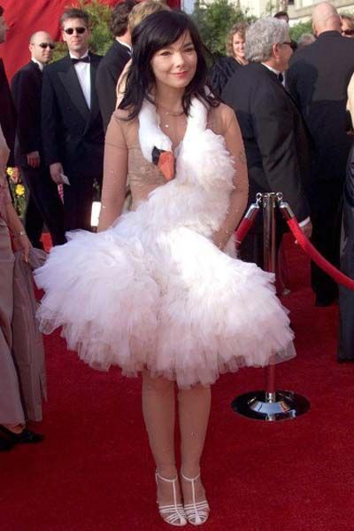 björk-estilo-stylelook-vanguardista-cantante-singer-music-musica-modaddiction-culture-cultura-fotografia-photography-diseno-design-moda-fashion-trends-tendencias-10
