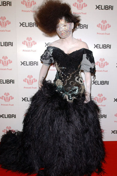 björk-estilo-stylelook-vanguardista-cantante-singer-music-musica-modaddiction-culture-cultura-fotografia-photography-diseno-design-moda-fashion-trends-tendencias-7